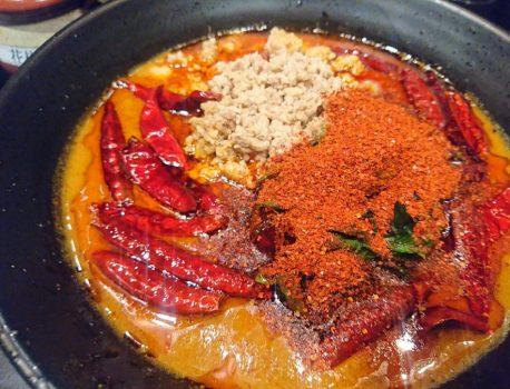 NO.054 地獄の坦々麺 無限は、胡麻薫る香ばしい激辛で美味!!