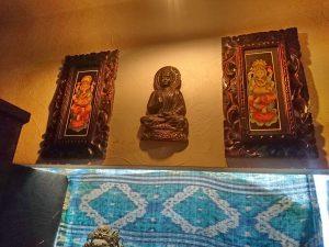 個室の上の装飾品