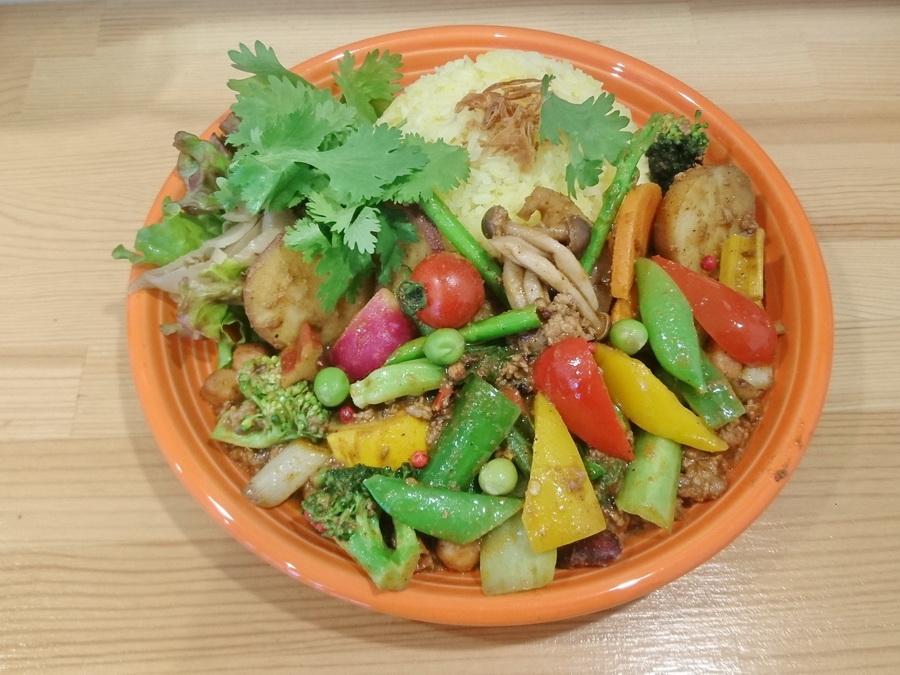 色とりどりの糸島の新鮮野菜がごろごろ