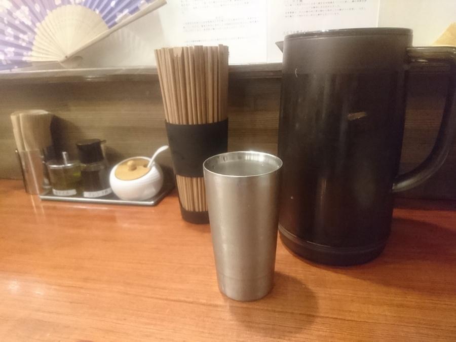 ステンレス製のグラスが涼しげ