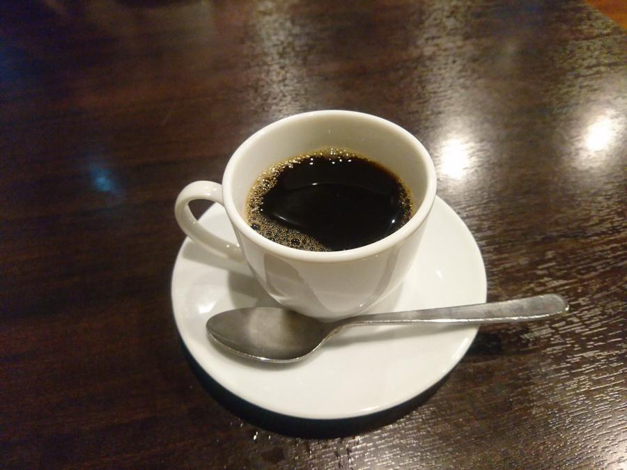 食後のコーヒー、これがうまいが。。
