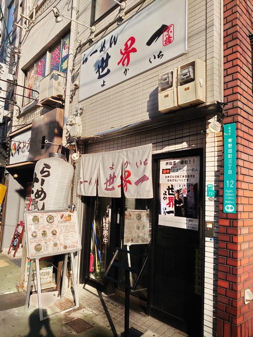 京橋駅から徒歩5分のところにお店がありました