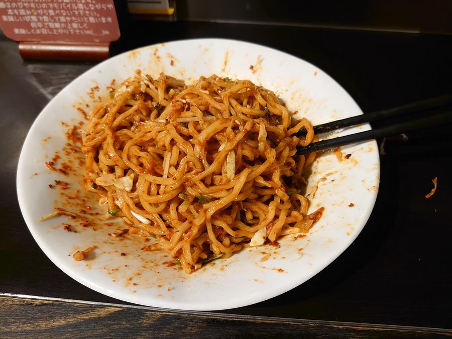 麺は中太麺。よく唐辛子が絡んでます。