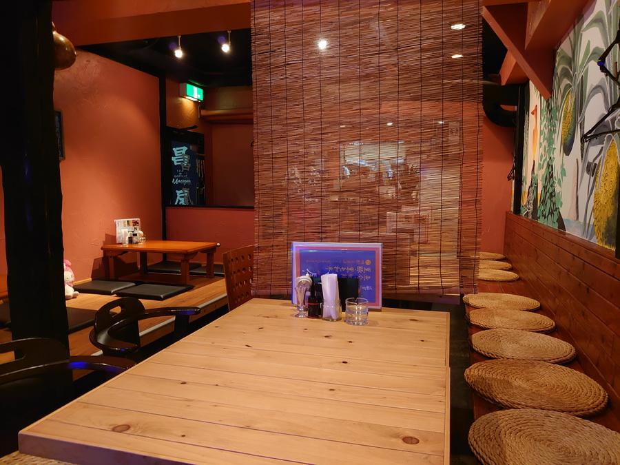 ちなみに橋本マナミさんたちはこの右側の壁際に座られました。笑