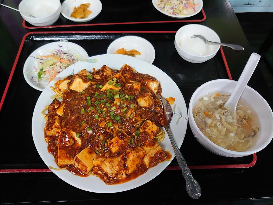 スープやサラダ、杏仁豆腐までついてきます