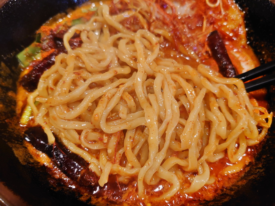 麺は中太麺