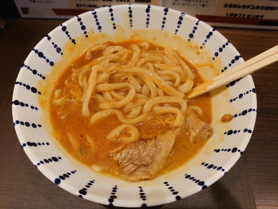 麺はうどんの定番、極太!!